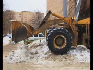Машины на обочинах и во дворах мешают уборке снега и препятствуют подъезду спецтехники
